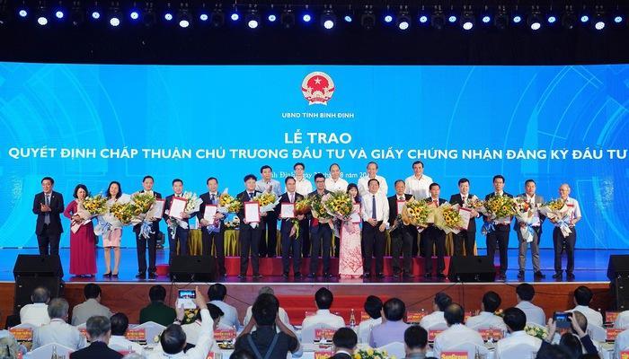 Trao giấy chứng nhận đầu tư cho 15 dự án ở Bình Định